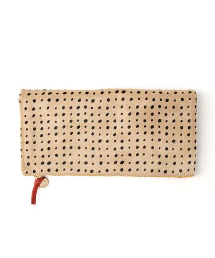 【Clare V.】FOLDOVER CLUTCH-TAN SPOTTED HAIR-ON