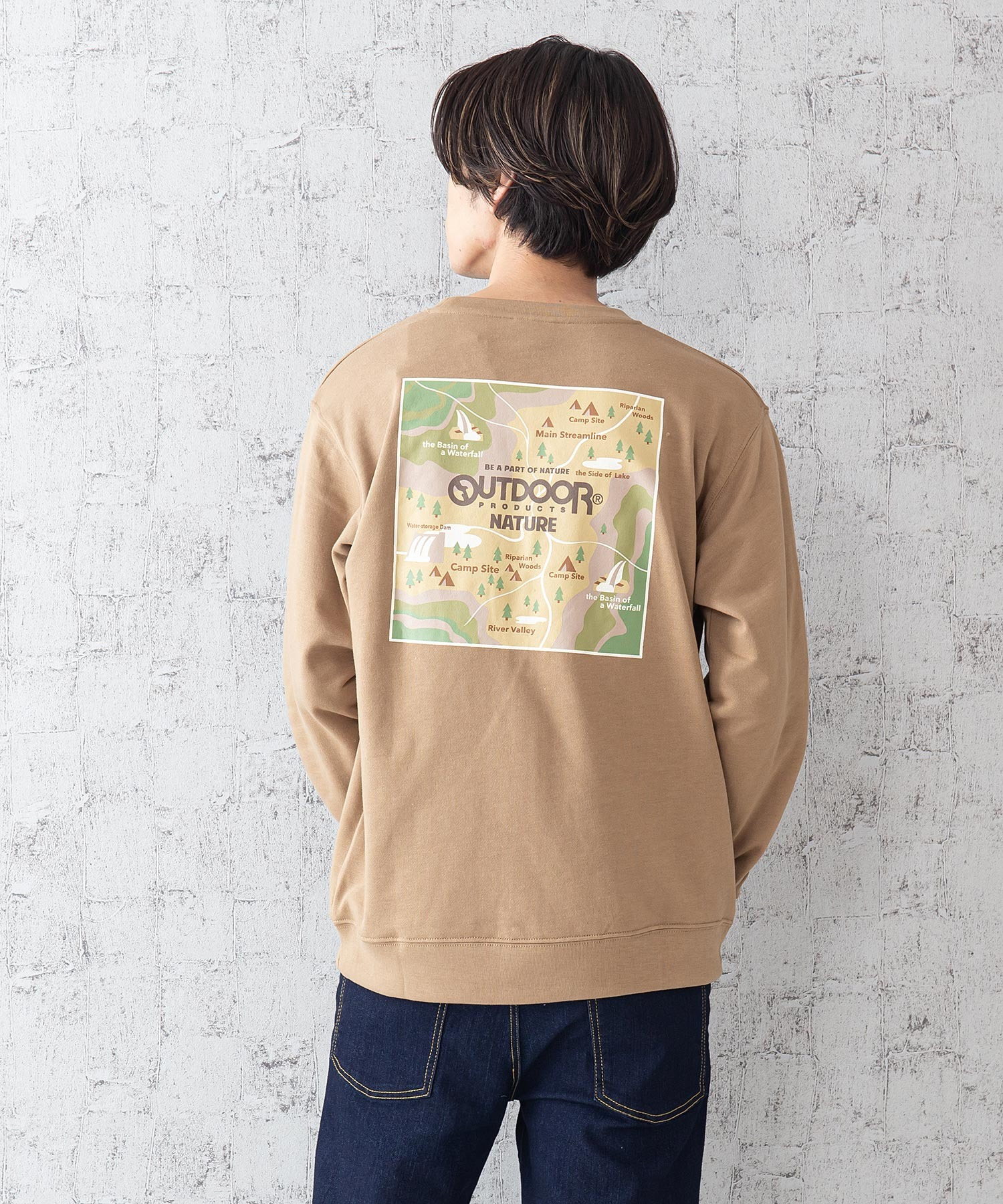 CAMPモチーフトレーナー ワンポイント刺繍 バックプリント ルーズシルエット ユニセックス ブランド発祥の地をモチーフにしたグラフィックデザイン