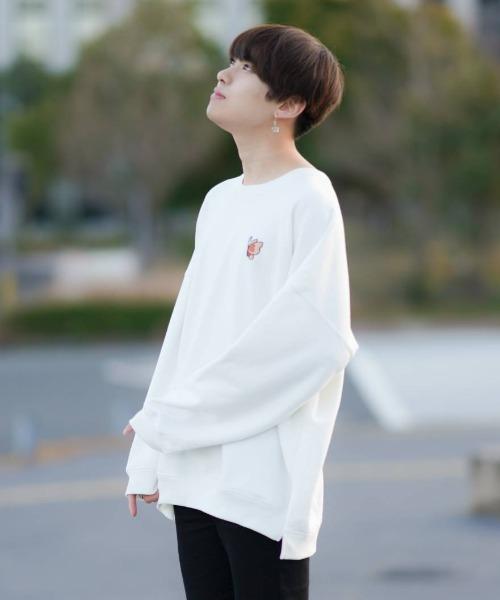 ファッションインフルエンサー SHOTA × BASQUE magenta オーバーサイズ バルーンシルエット バタフライ刺繍長袖スウェット