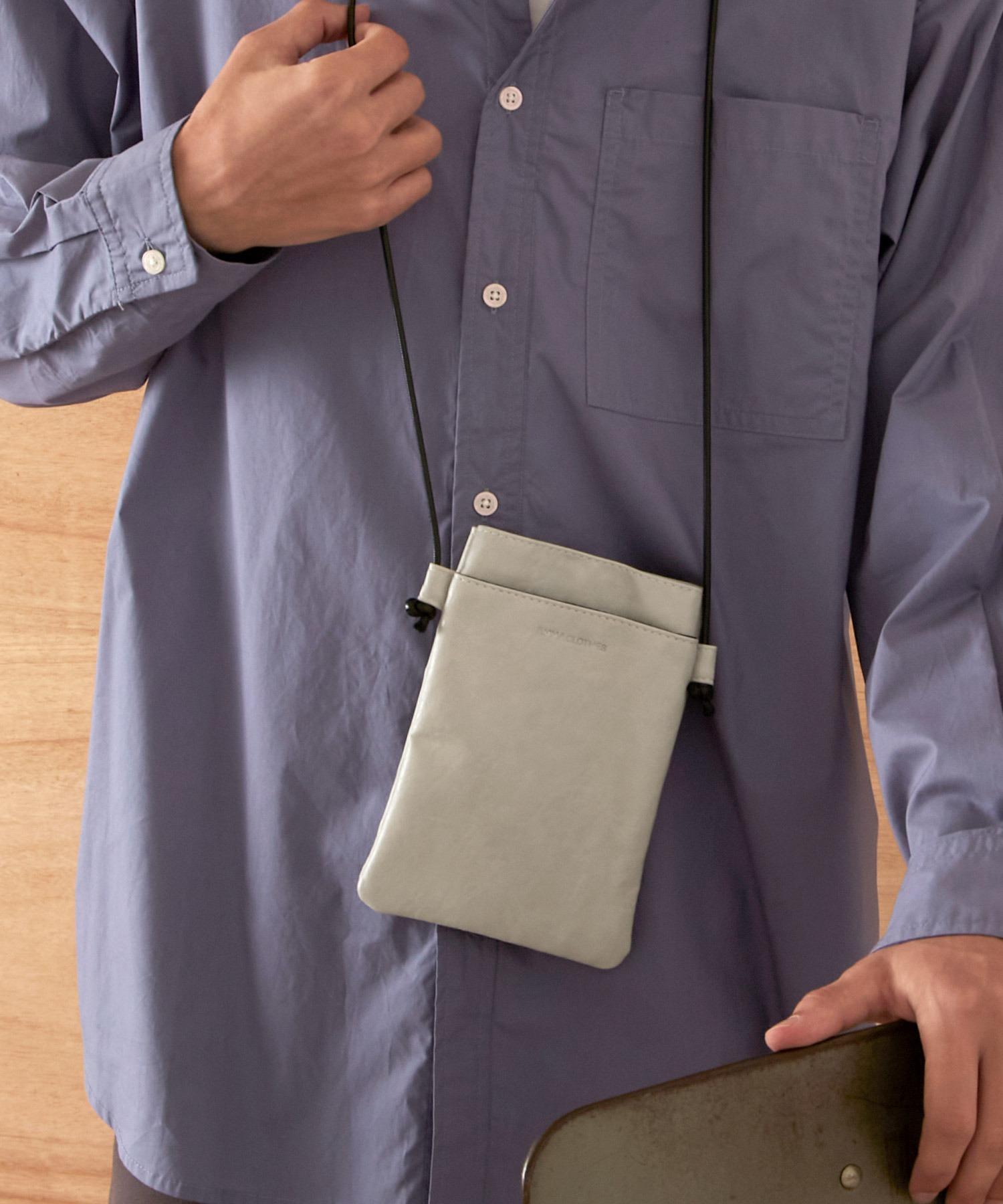 シンセティックレザー ロゴ刻印 スクエアポーチ EMMA CLOTHES