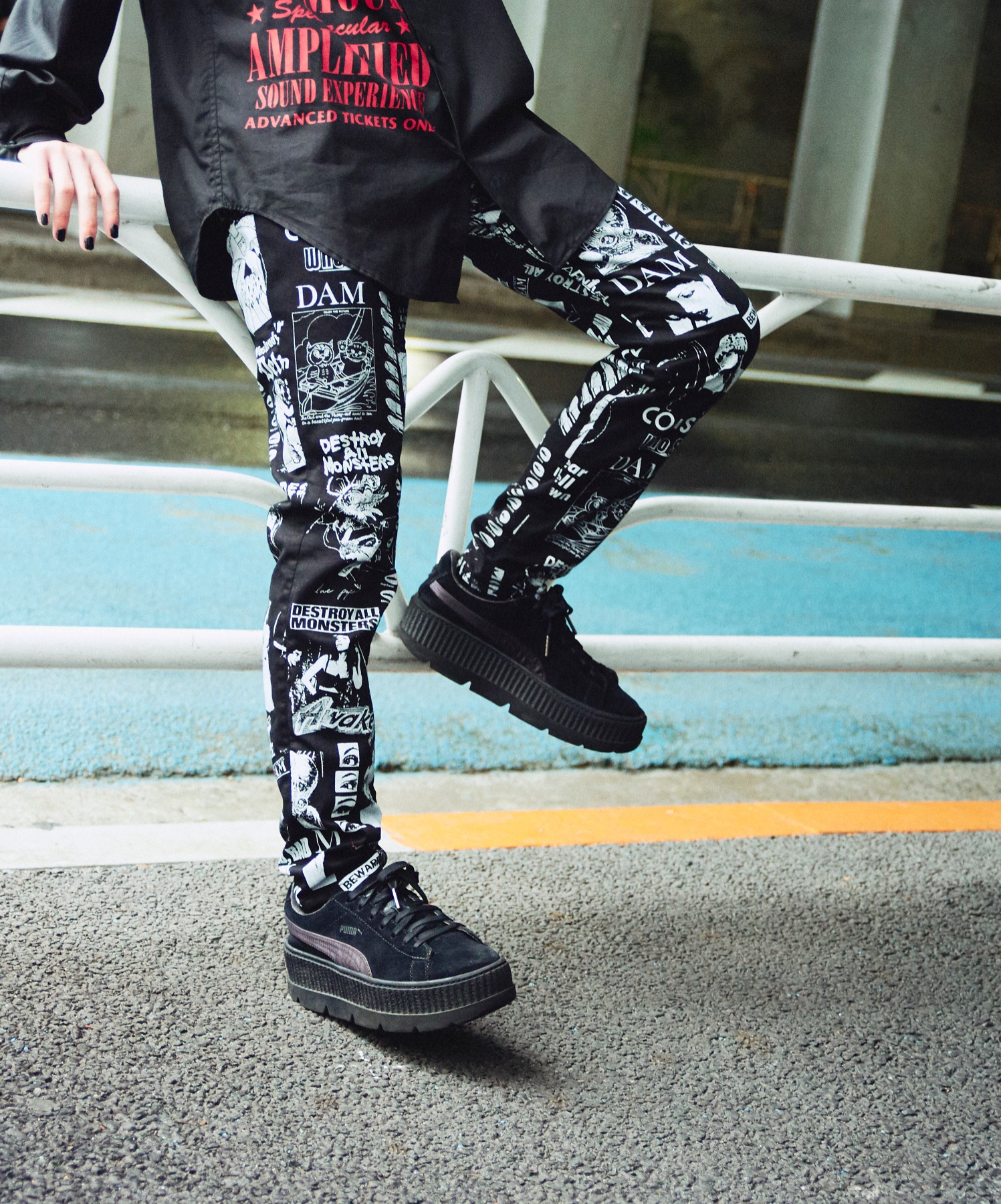 DESTROY ALL MONSTERS/CULT DAM PATTERN柄 スリムパンツ