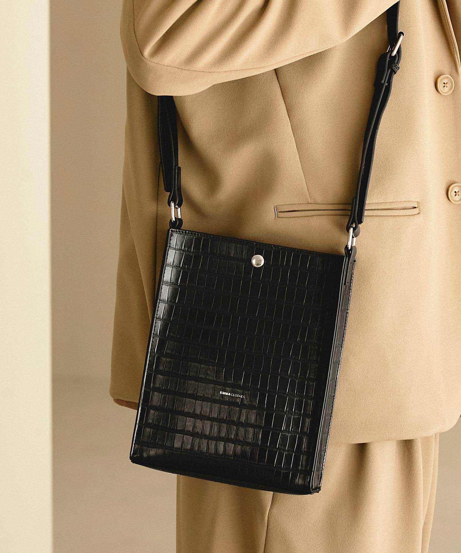 シンセティックレザー ロゴ刻印 スクエアショルダーバッグ(型押しクロコ/スムース)EMMA CLOTHES