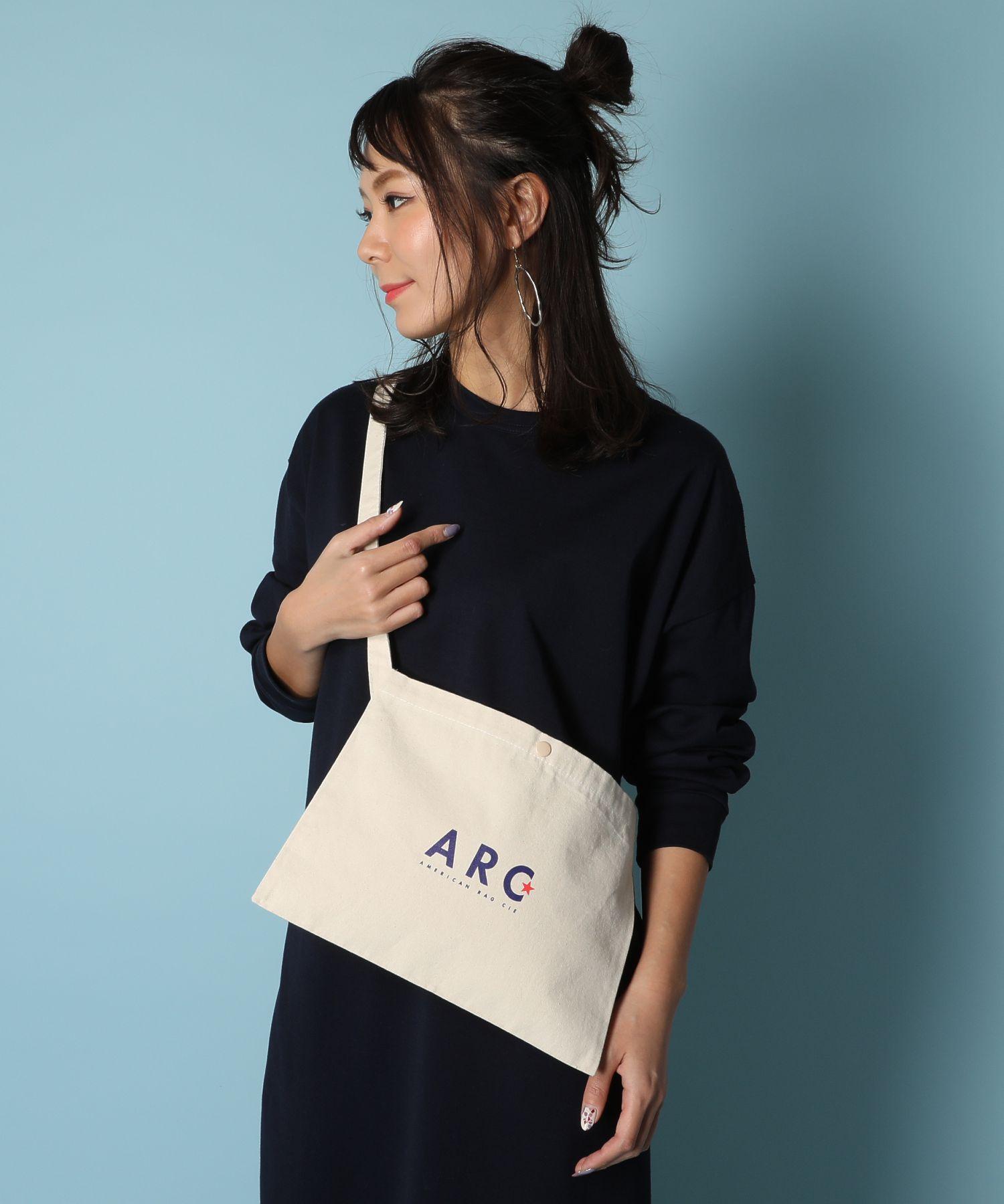 AMERICAN RAG CIE ARC Simple Logo Print Cotton Sacoche/アメリカンラグシー ARCシンプルロゴプリントコットンサコッシュ
