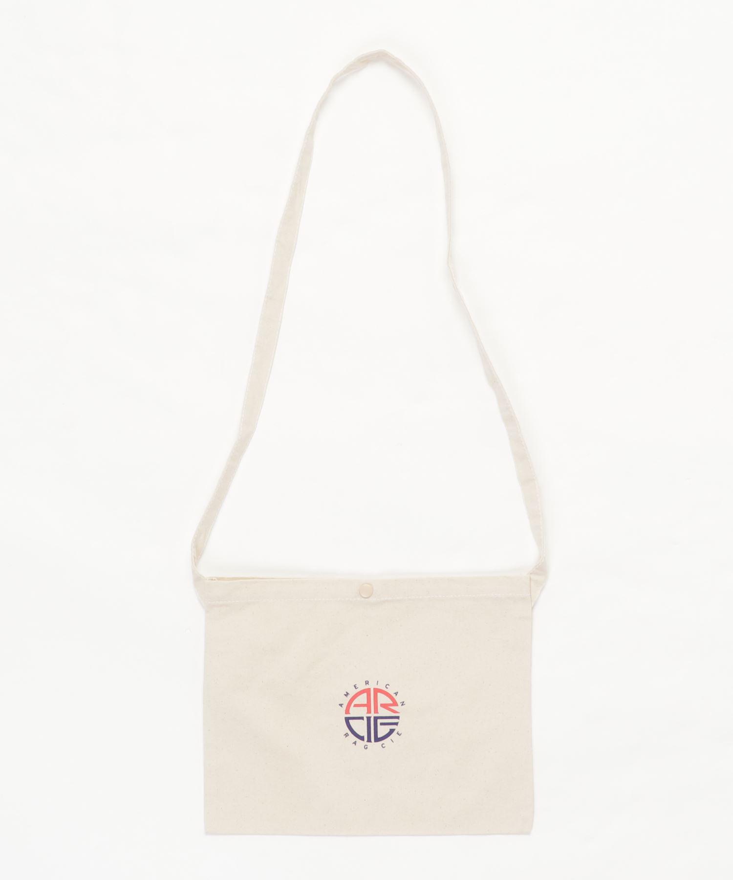 AMERICAN RAG CIE ARC Round Logo Print Cotton Sacoche/アメリカンラグシー ARCラウンドロゴプリントコットンサコッシュ