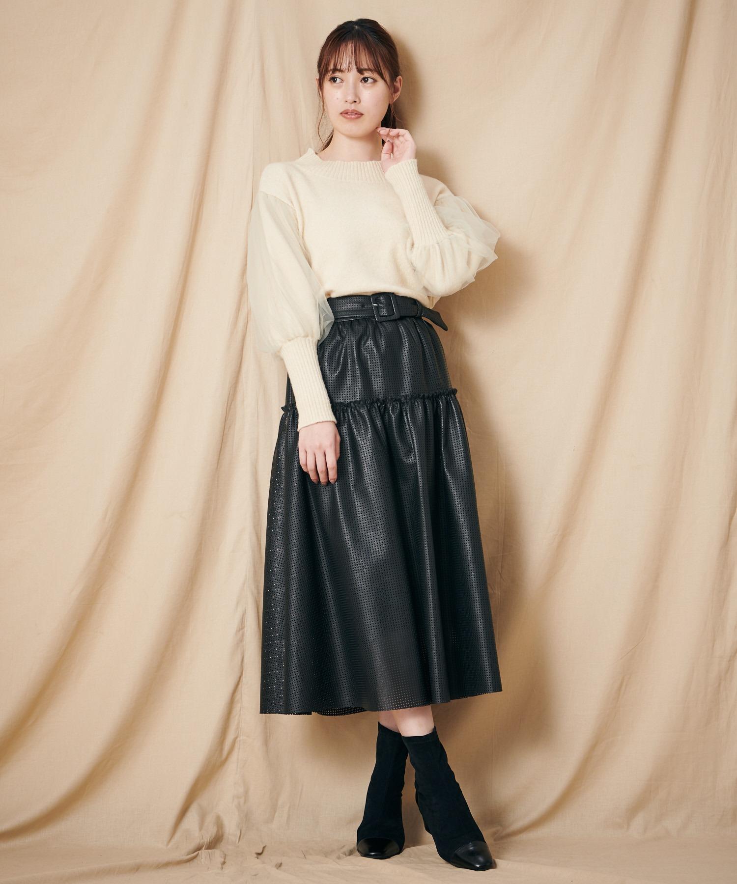 フェイクレザーパンチングスカート