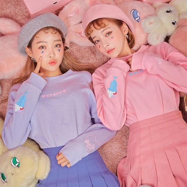 LAURIER PRESS(ローリエ プレス)のファッションまとめ「リボンにフリル…♡  ガーリーテイストのピンク色スウェットが欲しい!」