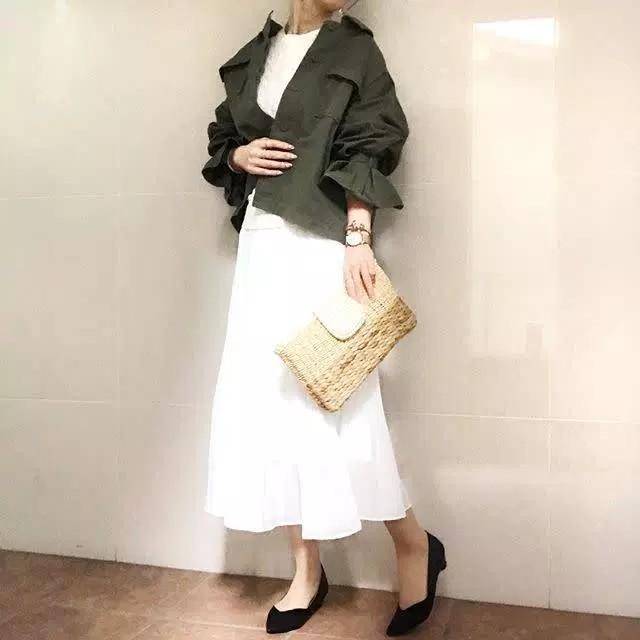 夏に爽やか! 白のふんわりプリーツスカート