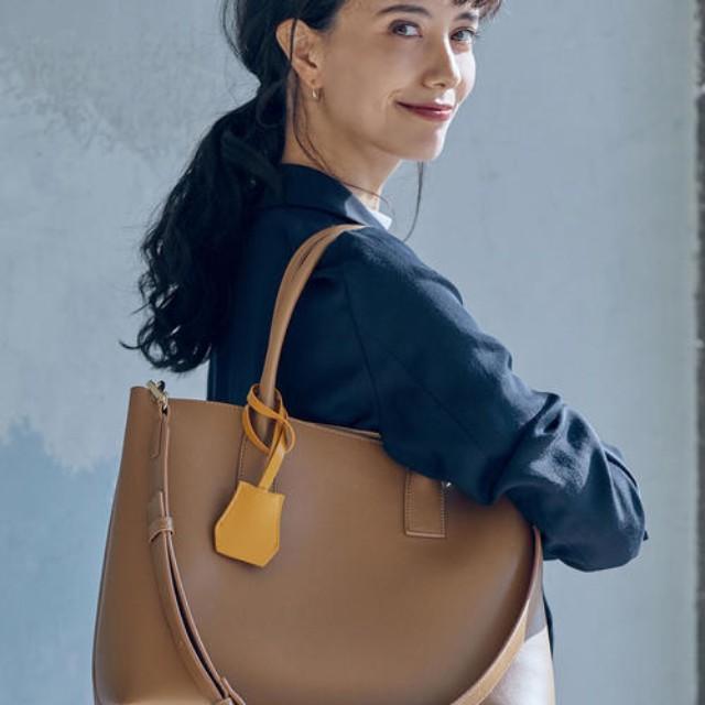 folk(フォーク)のファッションまとめ「使いやすさ重視のOL必見!オフィスカジュアルにおすすめの鞄を大特集」
