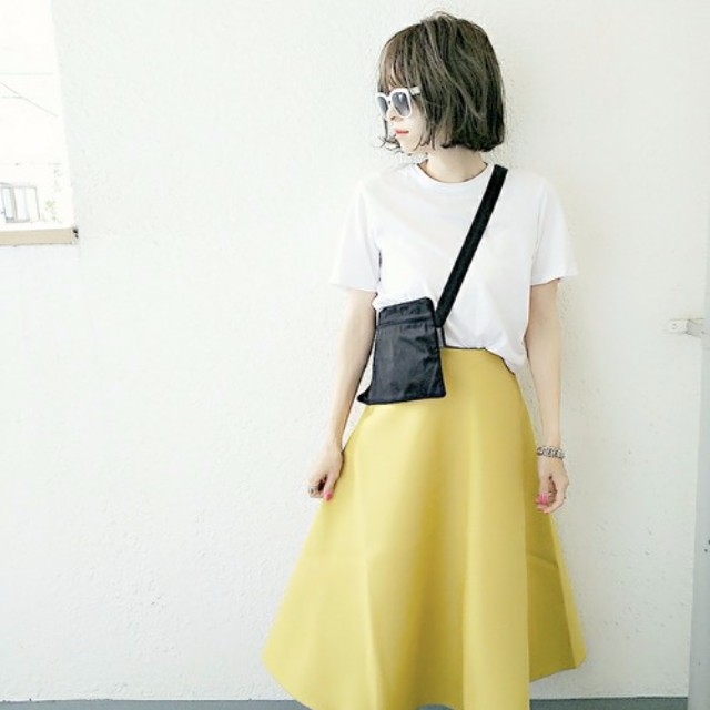 LAURIER PRESS(ローリエ プレス)のファッションまとめ「夏の定番、無地白Tシャツの技ありコーデ♡ ワンランクアップの着こなしに」