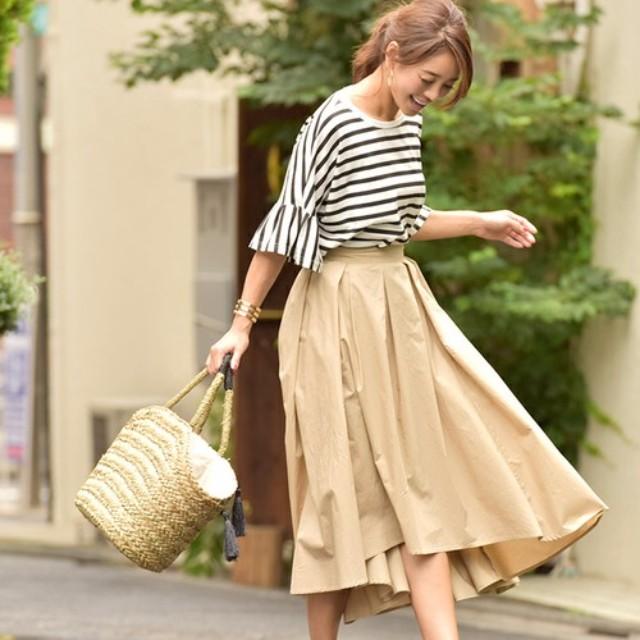LAURIER PRESS(ローリエ プレス)のファッションまとめ「スカート×Tシャツコーデを今っぽく 垢ぬけ着こなし術♡」