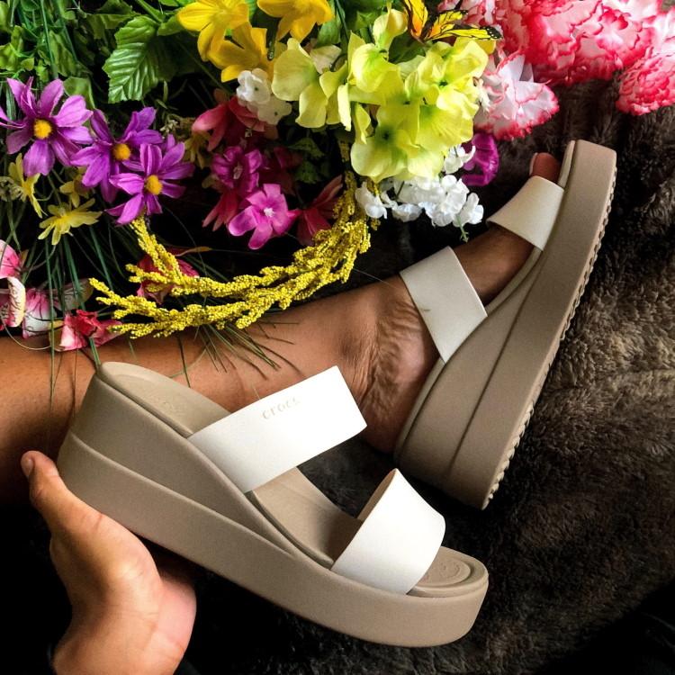 crocs(クロックス)のショップニュース「【crocs】★Sandal★ 履き心地だけでなくファッションの一躍を担う夏のサンダル」